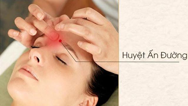 Massage là một trong những cách làm giảm đau đầu hiệu quả