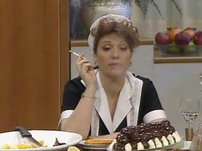 La Tata Giorgia Trasselli fuma una sigaretta alla marijuana