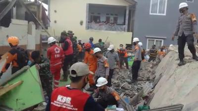 Hari Kedua: Evakuasi Atas Robohnya Bangunan Pondok Pesantren Al-Madaroh