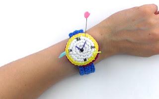 reloj-ganchillo-patrón-gratis-amigurumi-alfiltero