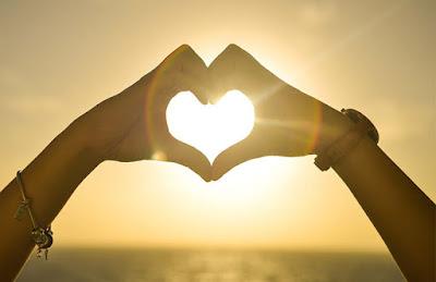 تشابك الأيدي مع حركة القلب