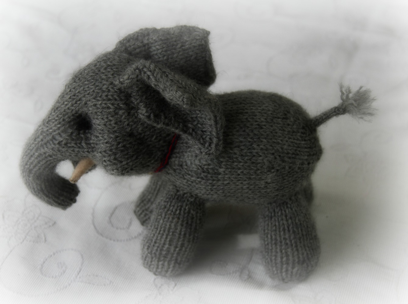 Easy Elephant Knitting Pattern : Susie McMahon Dolls: Recent Work and a Knitted Elephant Obssession