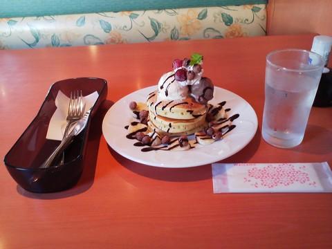 バースデーパンケーキ¥0-4 デニーズ大垣店