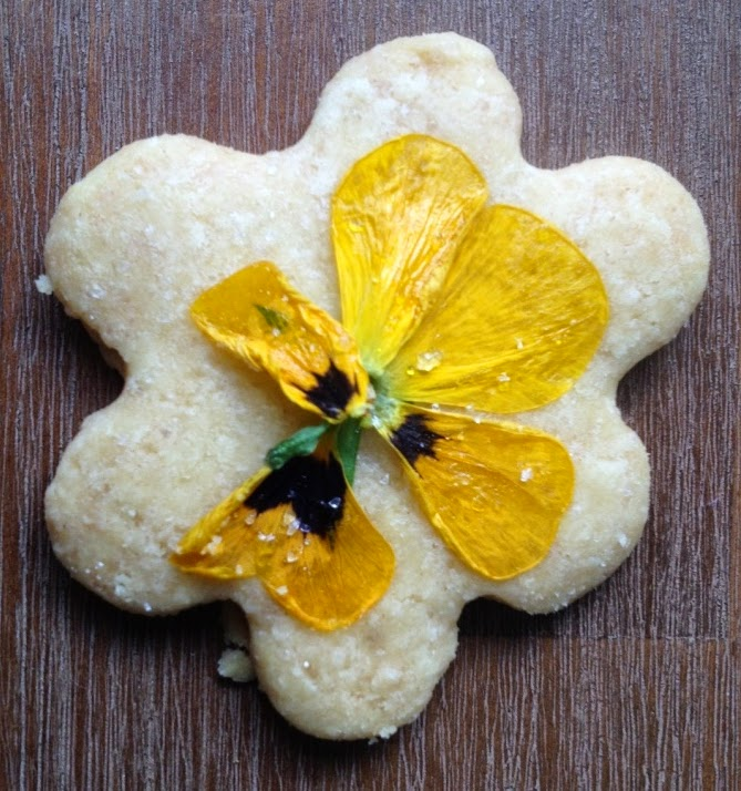 Pansy shortbread cookie