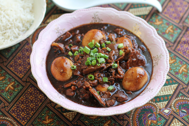 Food Lust People Love: Also known as lor bak or dau yew bak, depending on the Chinese dialect, this braised soy sauce pork with eggs dish has the most delectable sauce, delightfully flavored with spices like star anise, cloves, black pepper, as well as ginger and garlic. You will be licking your plate to get the last drops.