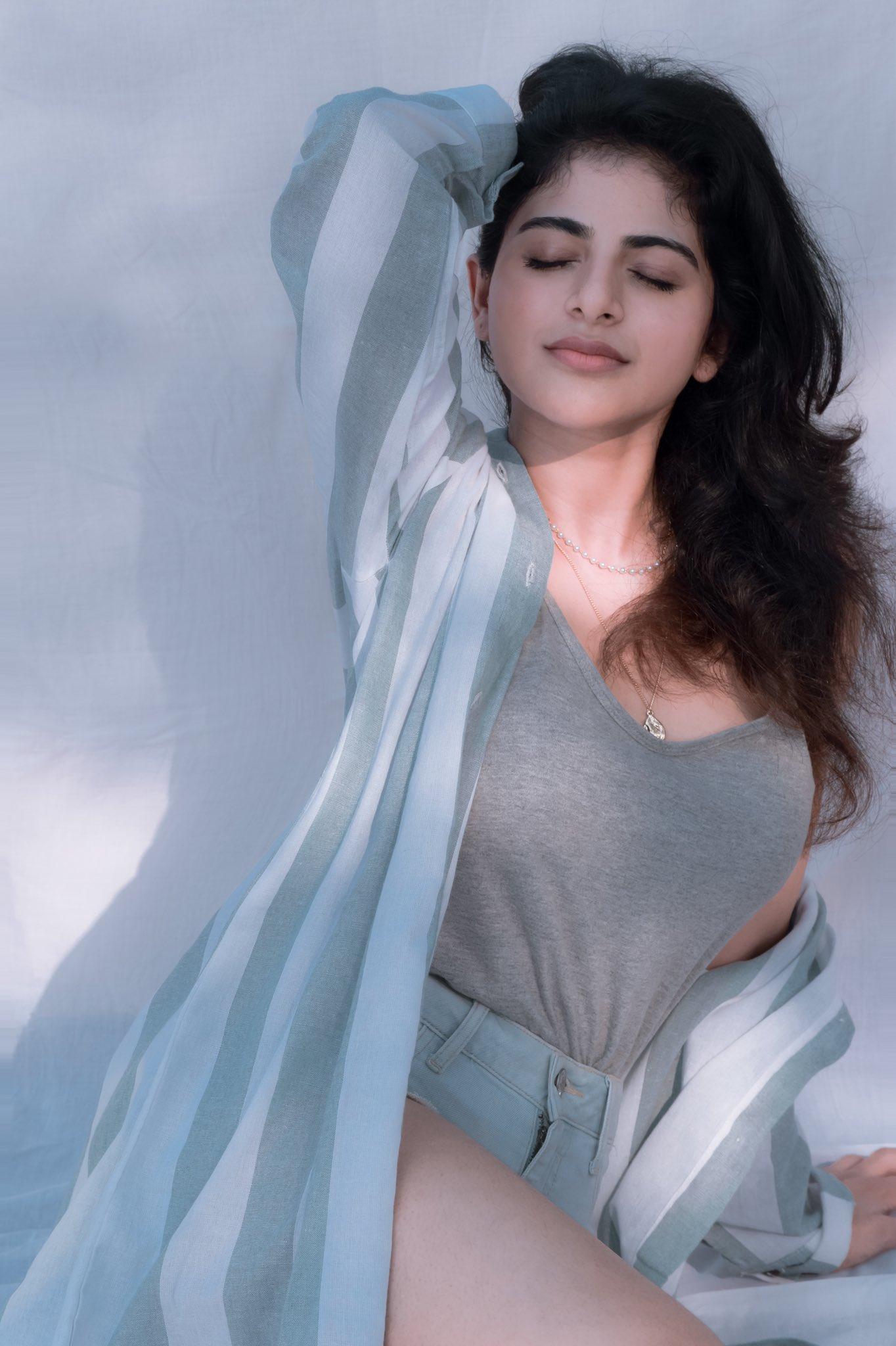 Iswarya Menon Latest Pictures,Iswarya Menon recent pics, Iswarya Menon sexy photos, Iswarya Menon in denim, Iswarya Menon hot , Iswarya Menon thighs