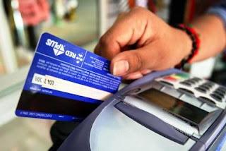 En ese sentido, el funcionario explicó que uno de los puntos más importantes que buscan modificar es la tasa de intercambio que cobran los bancos emisores de las tarjetas, que el año pasado alcanzó un monto de alrededor de 16 mil millones de pesos.