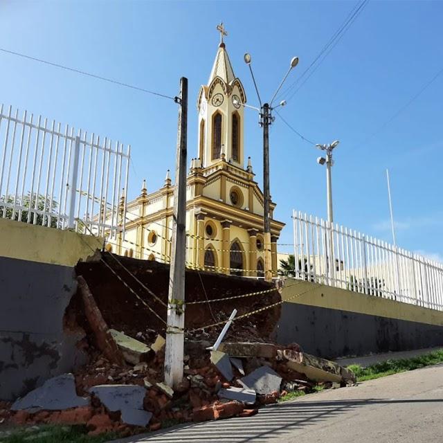 Paróquia de Crato promove campanha para recuperar muro caído, após chuvas