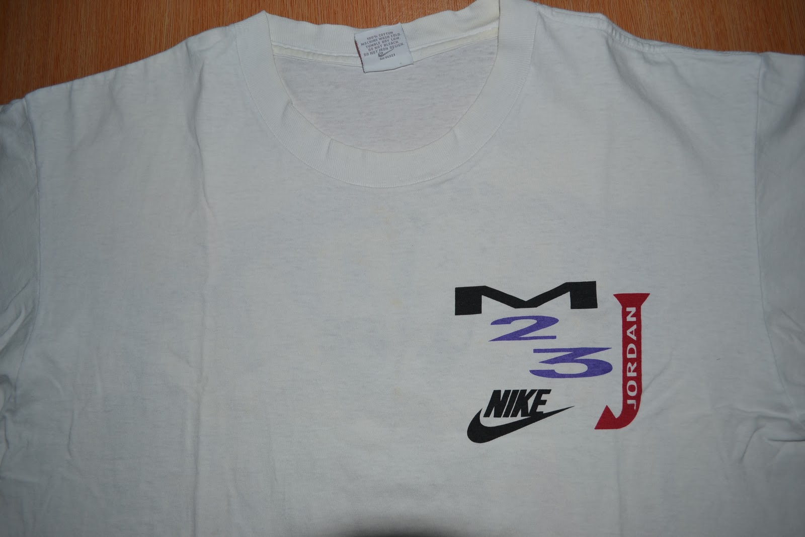 4819870552b Condition : A Tag : Nike grey tag. Color : White Description: pre-owned/  bundle/ original/ single stitch/ made in USA/ Micheal Jordan limited series