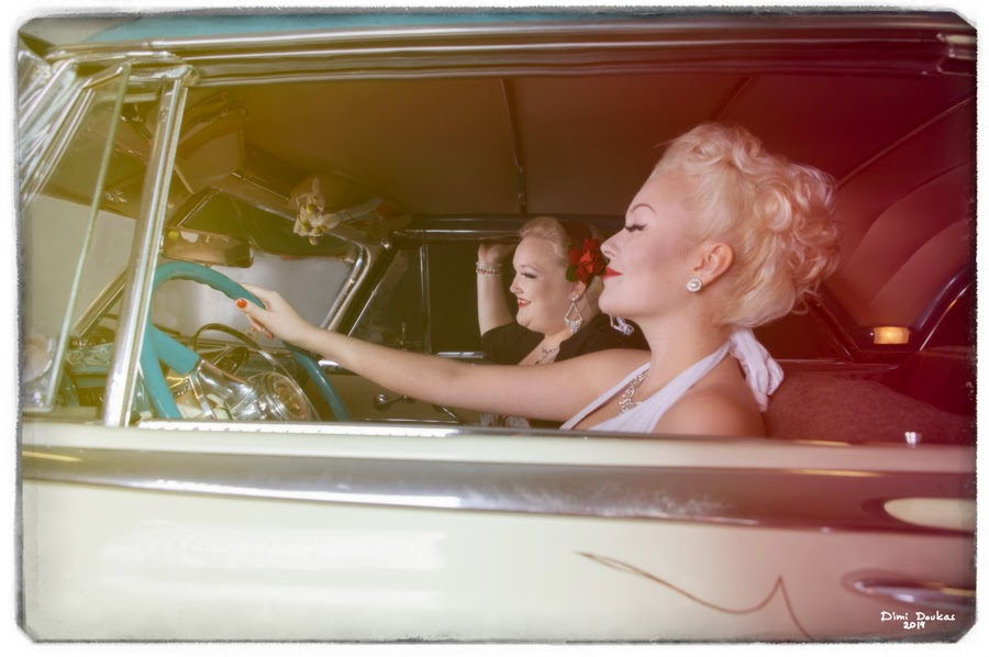 Girls on the highway with Pontiac 1951 - Pin-up kuvausta malleina Ida Lime ja VictoriaVonD. Valokuvaaja Dimi Doukas