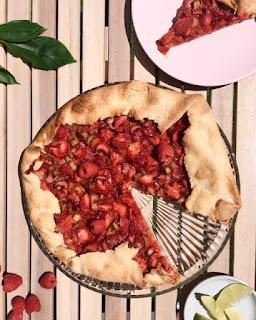 imageTarte rustique fraise-rhubarbe