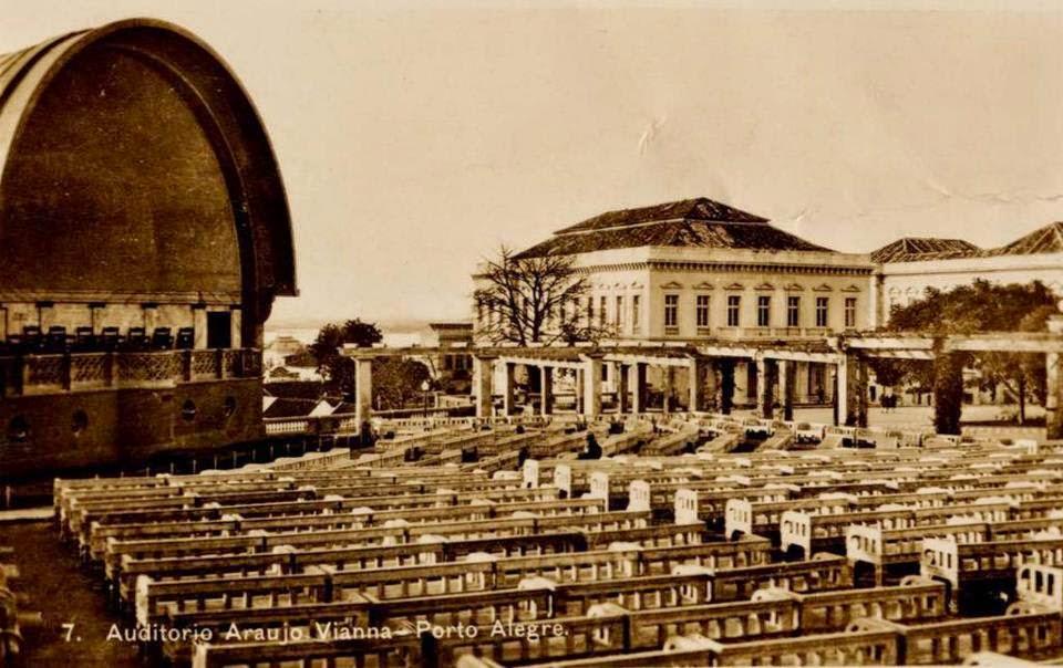 Antigo Auditório Araújo Vianna, ao lado do Theatro São Pedro, na década de 1920, em Porto Alegre.