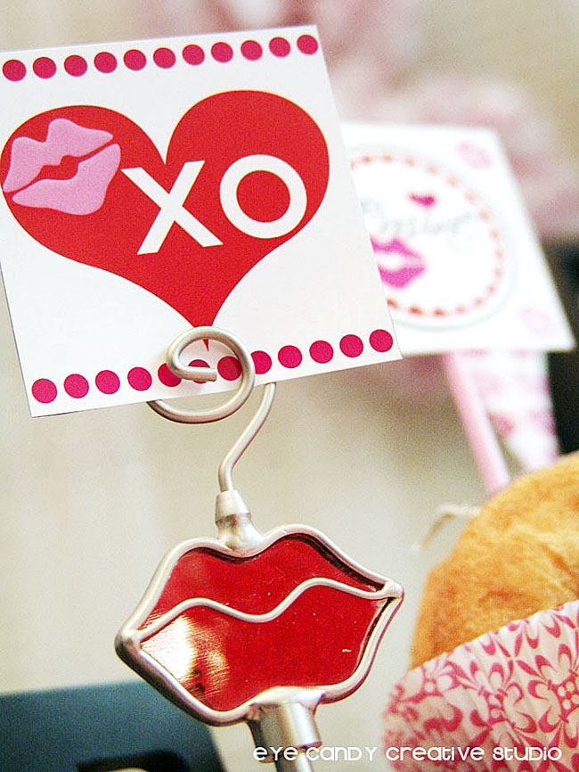 XO, lip photo holdet, valentines day donuts, valentines topper