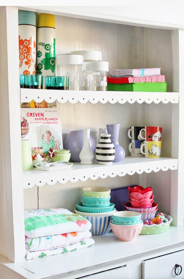 retro dresser with scallop shelf trim