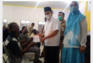 Bupati Zahir Didampingi Ketua TP PKK Batu Bara Serahkan Bantuan Kepada Penyandang Disabilitas