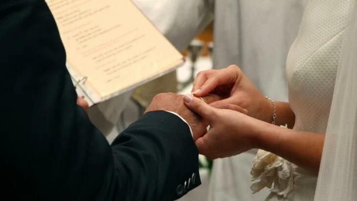 Organizan una boda en La India, muere el novio y 80 invitados están infectados por covid-19