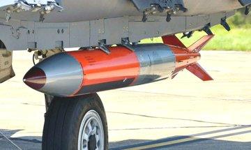 مقاتلة أمريكية تستخدم أحدث قنبلة نووية... صور