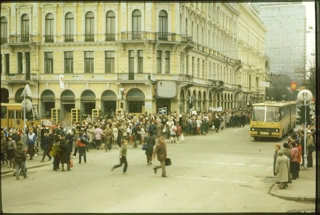 27 апреля 1988 года. Перекресток улицы Ленина и бульвара Райня. Демонстрация против строительства метро в Риге