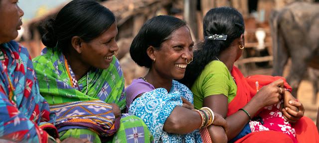 Mujeres en la villa de Bhatajhari, en la India © UNICEF/Ashima Narain