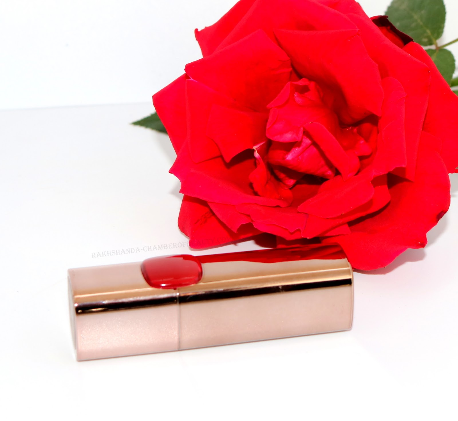 L'Oreal Paris Color Riche Moist Matte Lipstick-Blaze of Red Review/www.rakhshanda-chamberofbeauty.com/Indian beauty blogger