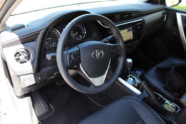 Toyota Corolla XEi 2018 - interior