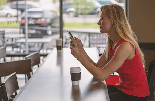 Smartphone posture: how to avoid neck and back problems