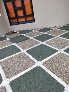 Motif Pemasangan Batu Sikat