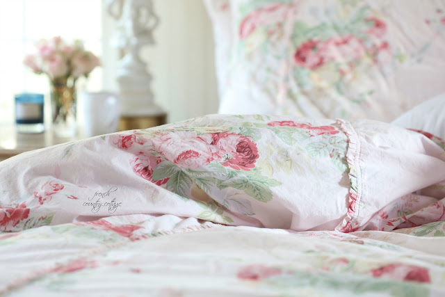 Blush floral bedding with flowers