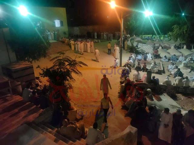 أثناء الجنازة في قرية سوق الثلاثاء
