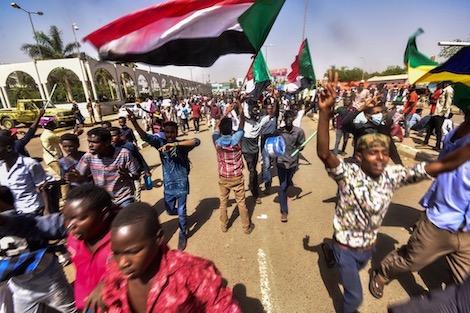 تارودانت بريس - Taroudantpress :السودان تتشبث بالحرية كاملة .. المجلس العسكري ينال دعم السعودية
