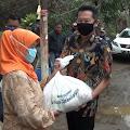 Pengusaha Resto Ini Kembali Bagikan 1.000 Paket Sembako Sasar Warga Terdampak Covid-19 di Desa Cihanjuang