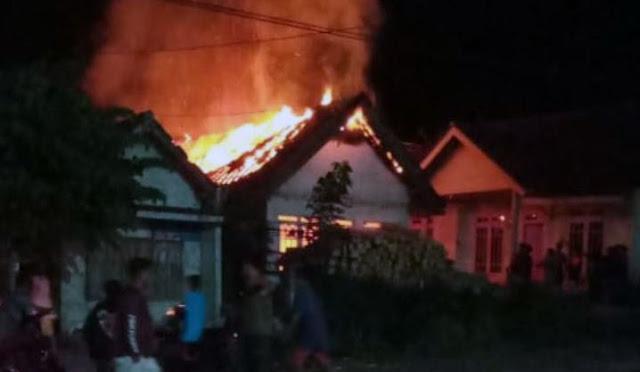 Kebakaran rumah di Desa Sumberwuluh