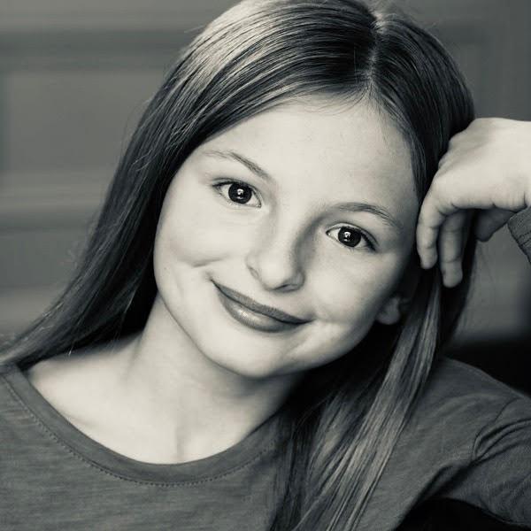 Savannah Reina  biography