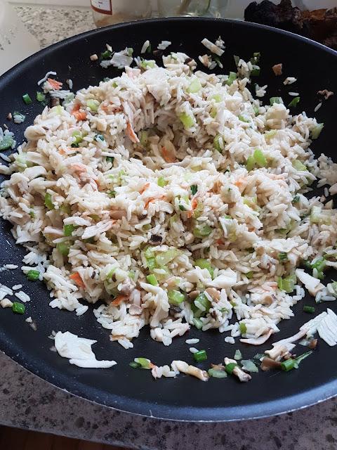 cooking crab rice in pan