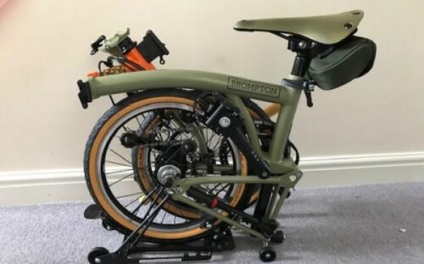 Sepeda jenis Brompton yang dapat dilipat