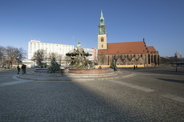 St. Nikolai kirke e fontana del Nettuno-Berlino