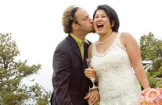 Picture of Josh Blue kissing his ex-wife Yuko Kubota