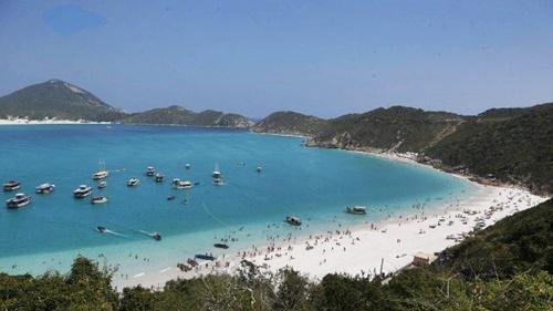 Eleita quinta praia mais bonita do mundo, Pontal do Atalaia, em Arraial, vai ter acesso restrito também após a pandemia