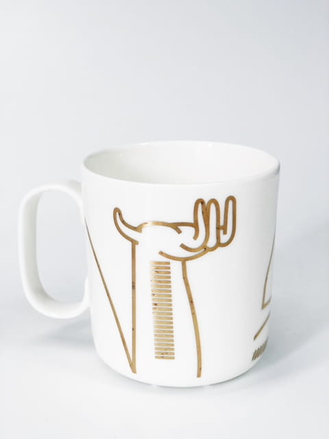 Biała ceramika ze złotem