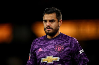 Manchester United 'fearing two goalkeeper summer transfer exits'