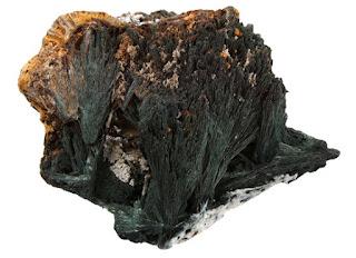 mineral de gormanita en cristales fibrosos