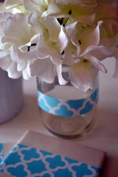 Mason jar vase shelf liner decoration: Antique Toolbox Makeover | DIY Playbook