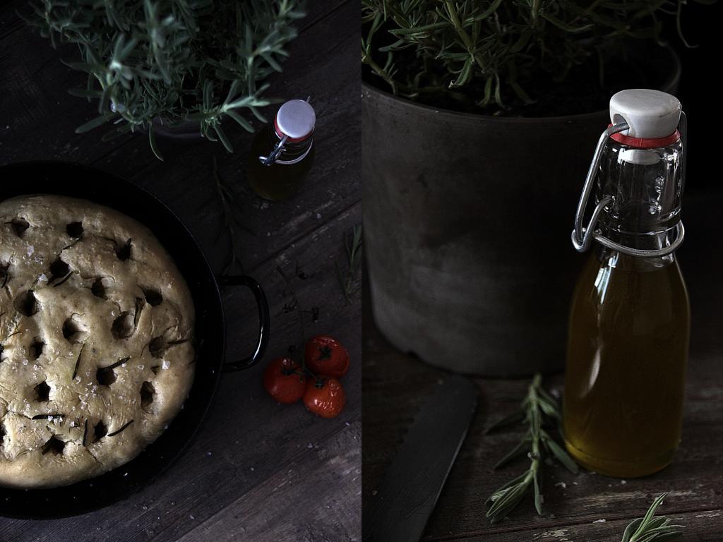 Links das Focaccia mit Tomaten, rechts Olivenöl