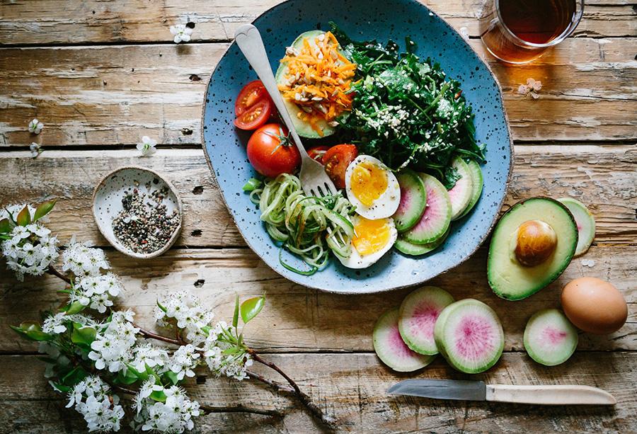 healthy dinner avocado and egg salad