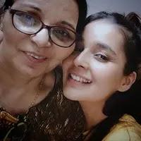 मानसी श्रीवास्तव अपनी माँ के साथ