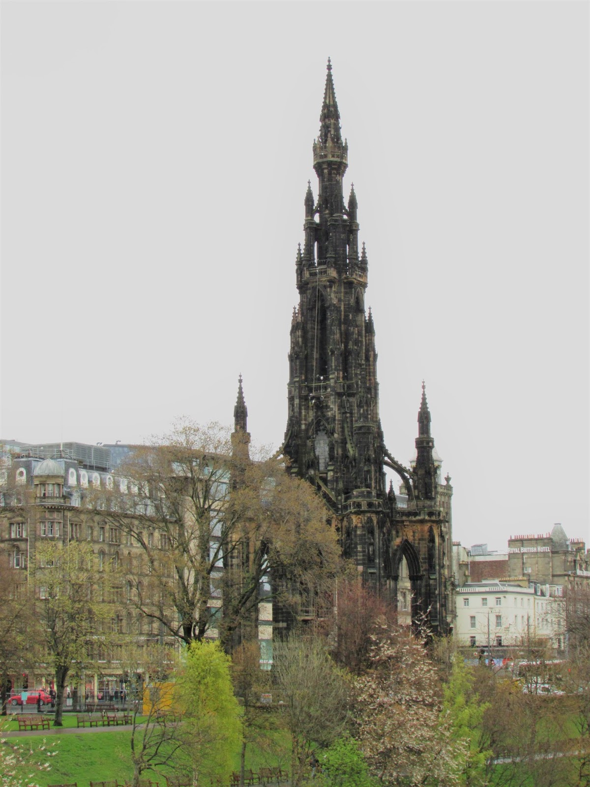 Maggie's City Guide to Edinburgh - Scott Monument