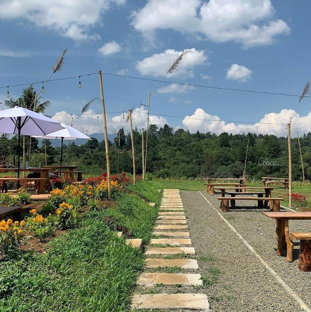 Colecer Garden Cafe Gunung Geulis Bogor