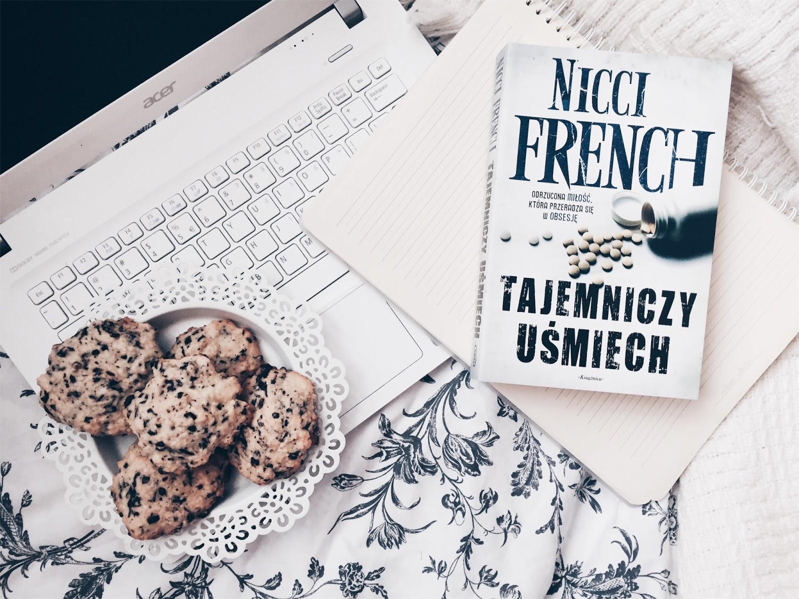 Tajemniczy uśmiech, Nicci French