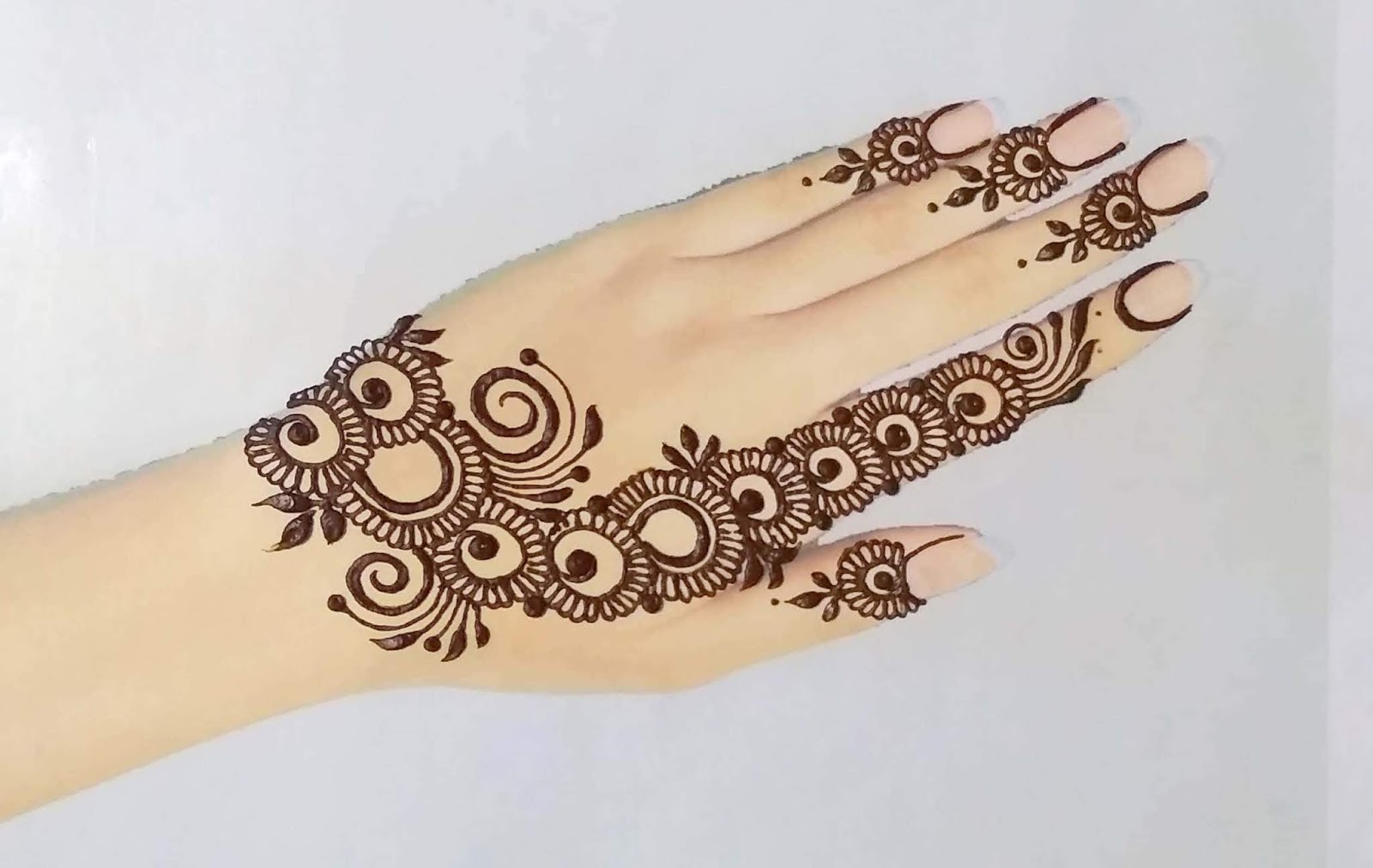 mehndi-design-2020-back-hand