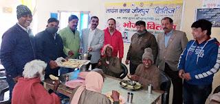 लायंस क्लब क्षितिज ने वृद्धों को कराया भोजन    #NayaSaberaNetwork